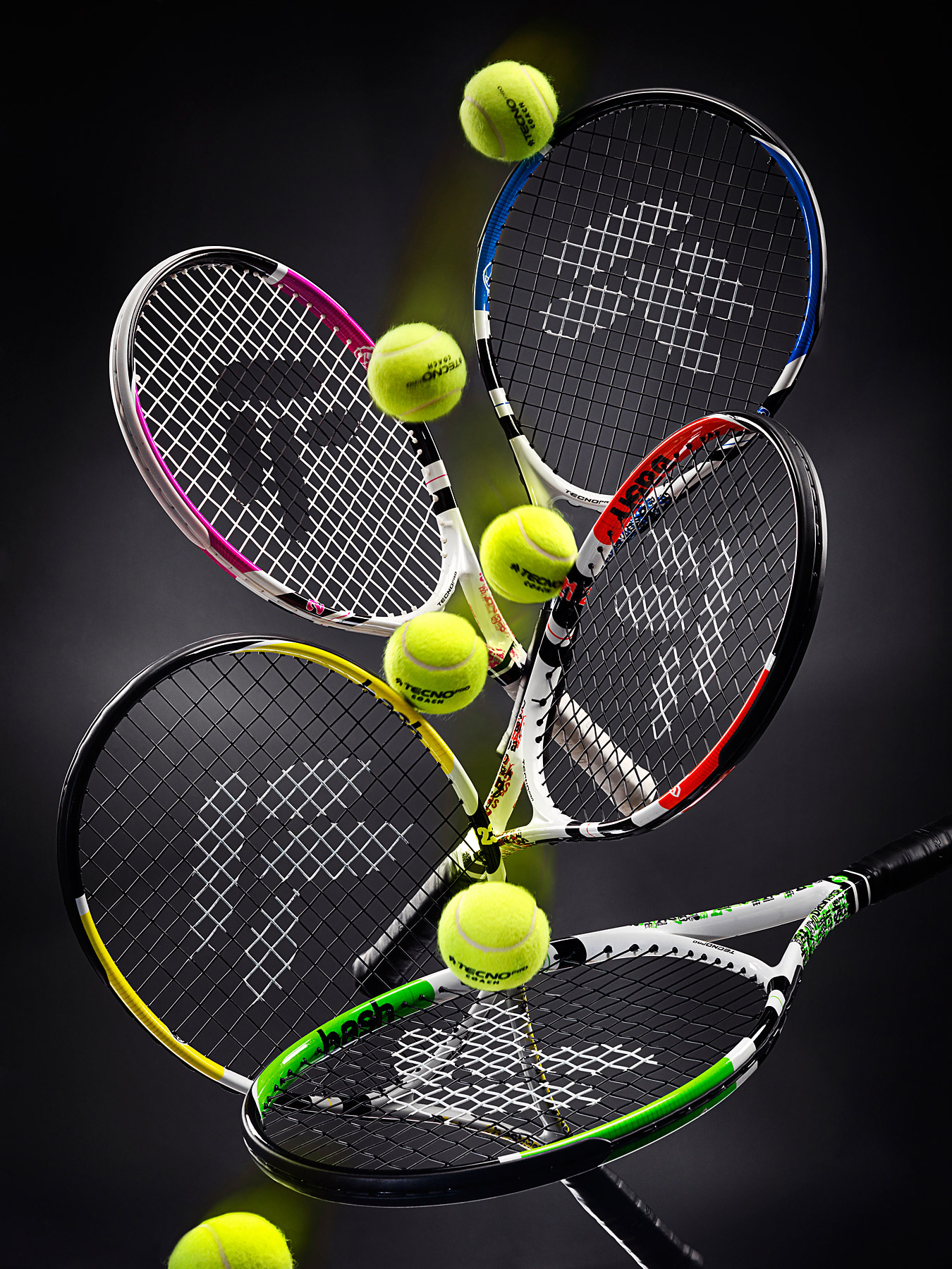 Techo Pro Bash tennis rackets with balls