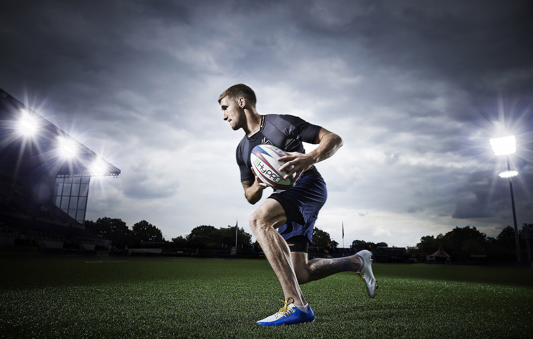 Sam Tomkins running with the ball