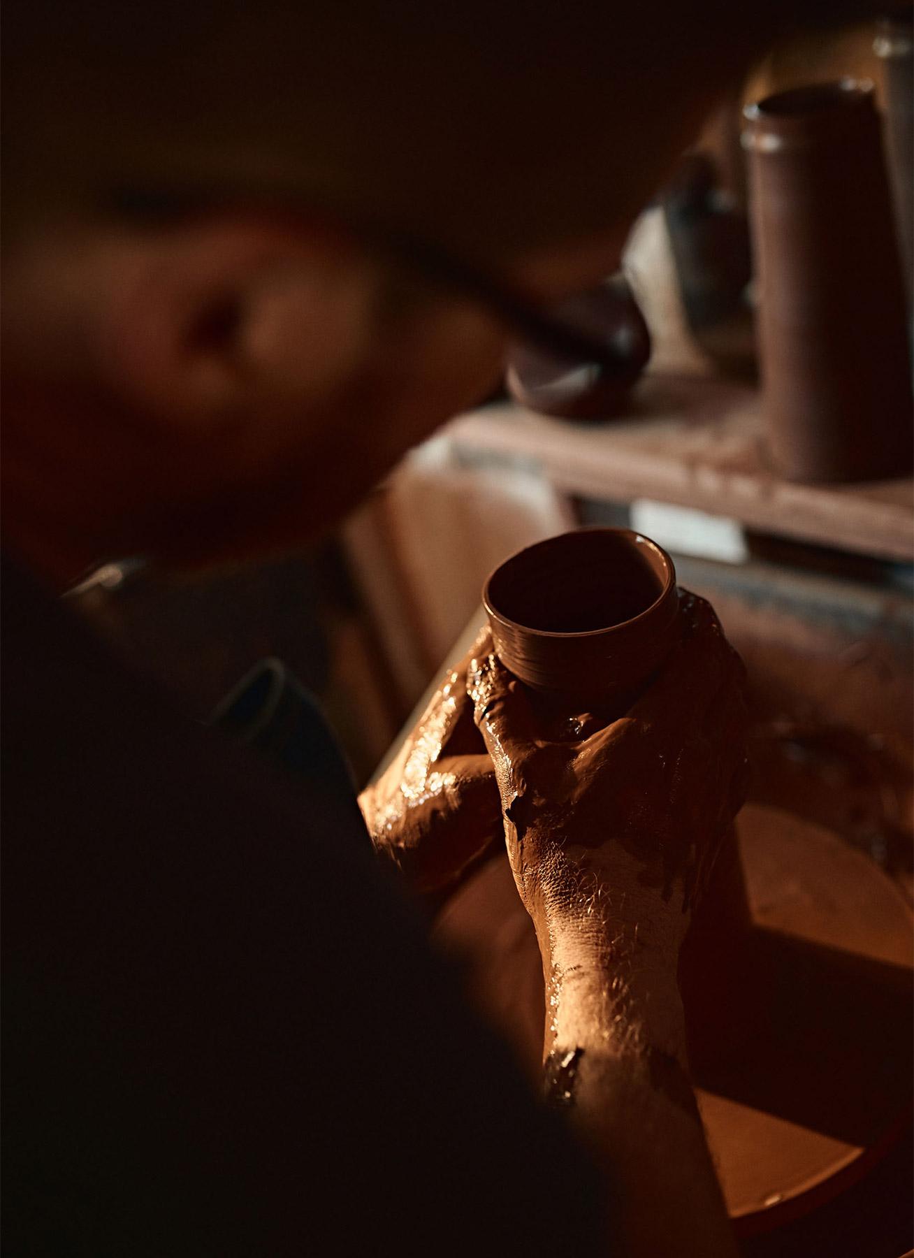 Creating a hand thrown jug