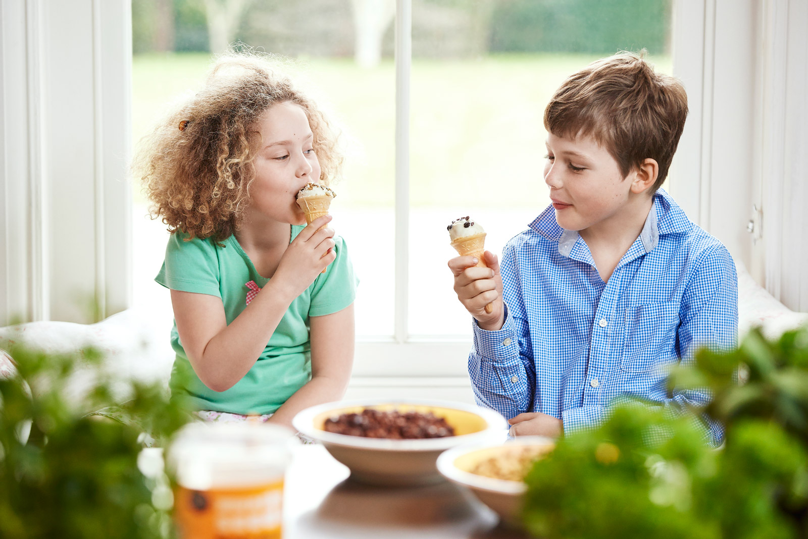 Kids eating ice creams covered in Munchy Seeds